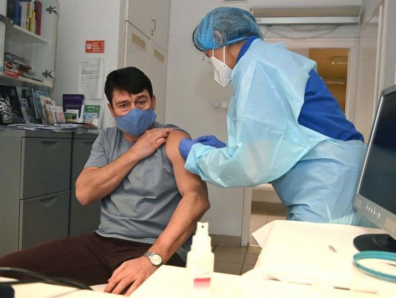 Унгарският президент си сложи китайска ваксина