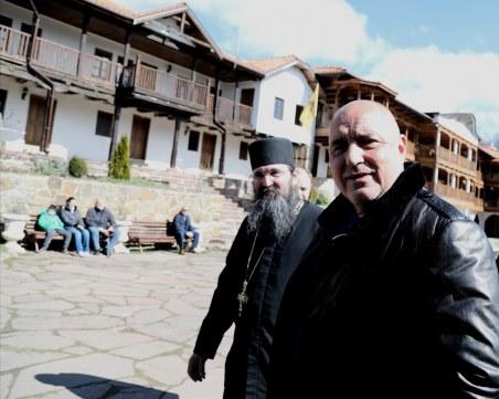 Борисов: Трябва да се гордеем с манастирите ни, правителството не спира да помага на църквата
