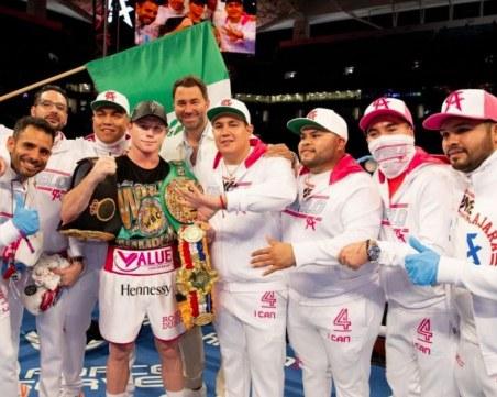 Канело Алварес пише история -  записа 55 победа и защити титлите си