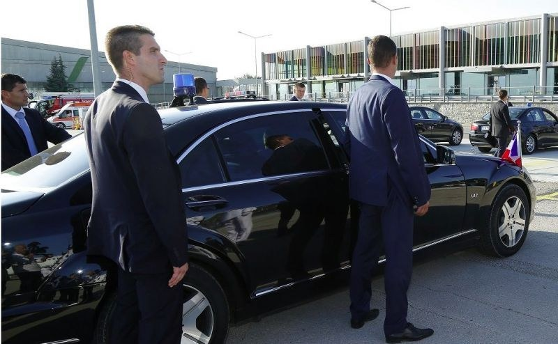 Автомобил на НСО катастрофира леко в София