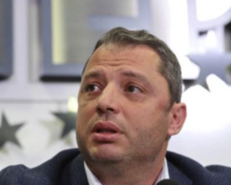 Делян Добрев е настанен в болница с COVID-19