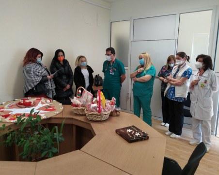 """Деца изненадаха медиците от УМБАЛ """"Св. Георги"""" за 1 март"""