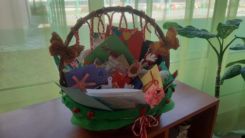 Специално за 1 март: Деца изработиха мартенички на пловдивски лекари