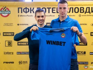 Ботев подписа първи професионален договор с юноша