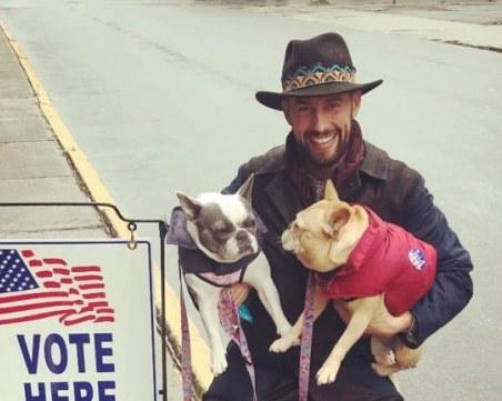 Мъжът, който се грижи за кучетата на Лейди Гага: Все още се възстановявам от много близка среща със смъртта