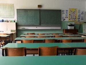 6, 9 и 12 клас се връщат на училище от утре