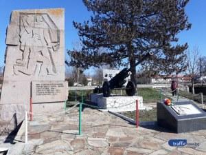 """Оръдие от Втората световна война """"пази"""" пловдивско село, кръстено на легендарен военачалник"""