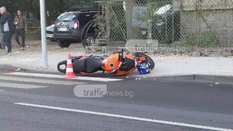 Мотоциклетист е в болница след катастрофа пазарджишко село