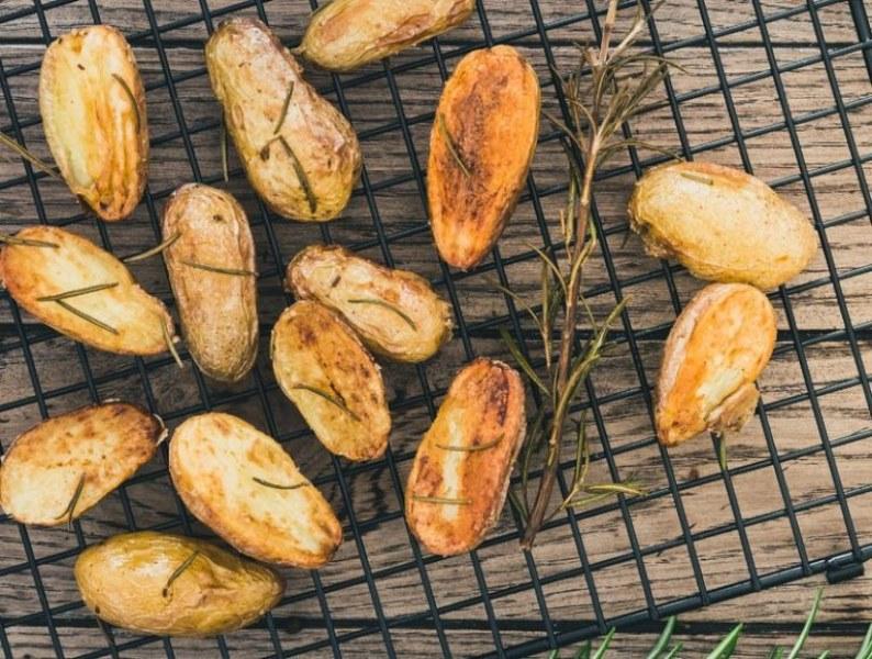 С вкус на пармезан: Най-лесната рецепта за хрупкави картофи на фурна