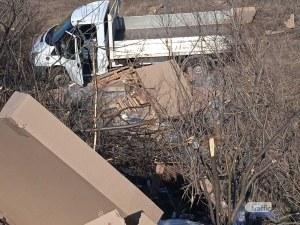 Катастрофа край Пловдив! Бус е в канавката, жена е в болница