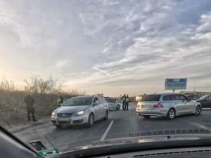 Кола връхлетя моторист в София