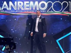 Златан Ибрахимович се качи на мотор, за да стигне навреме на фестивала Санремо