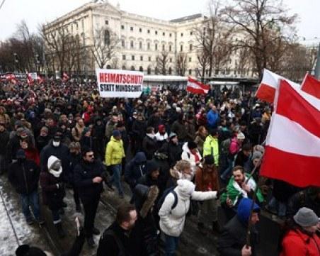 Сблъсъци между полиция и протестиращи във Виена