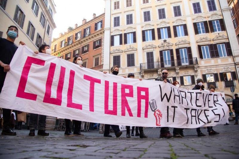 Година без работа: Нова вълна от протести в Италия, развлекателният бранш - отчаян