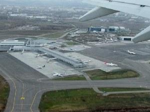 Буйстващ пътник приземи аварийно самолет на летището в София