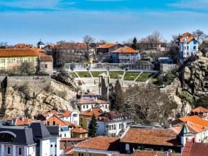 Температурите в Пловдив падат, на места в страната ще прехвърча сняг