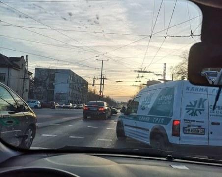 Безумна маневра на светофар в Пловдив, пловдивчанин едва избегна инцидент