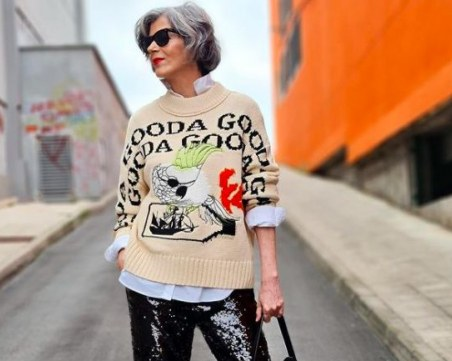 50-годишната инфлуенсърка, която въодушевява всички с модните си комбинации