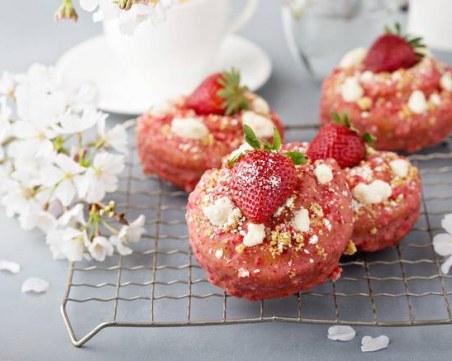Райски десерт: Мъфини с ягодово тесто, изпечено на фурна