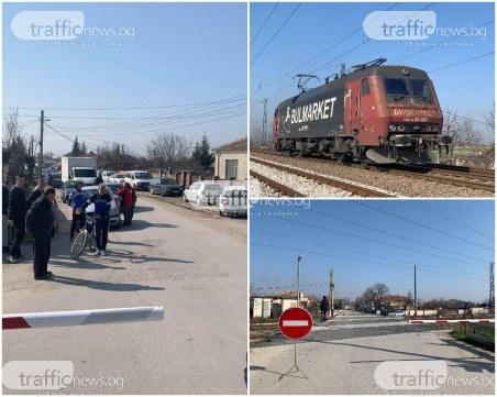 Слез зверския сблъсък между влак и кола: голямо задръстване в района на прелеза край Пловдив