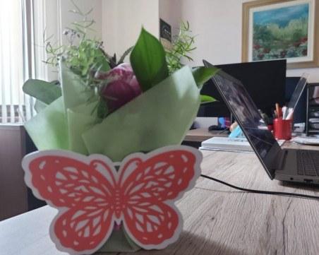 """Цветна изненада за дамите в община """"Родопи"""""""