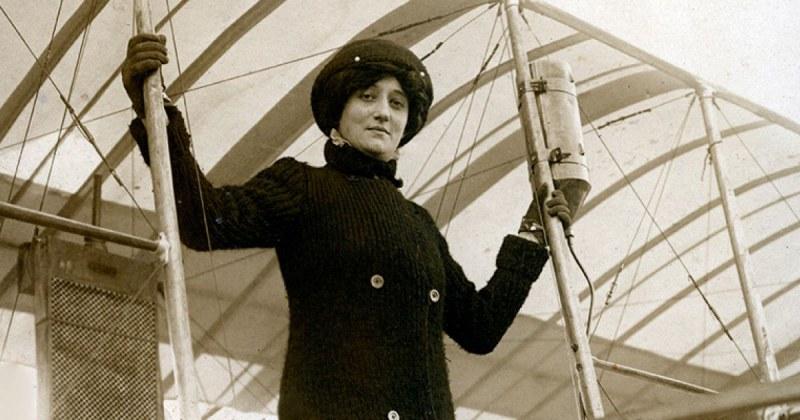 На този ден: Реймонд де Ларош става първата жена, получила пилотски лиценз