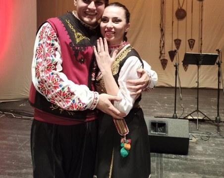 Гайдар предложи брак на танцьорка от пловдивски ансамбъл по време на концерт