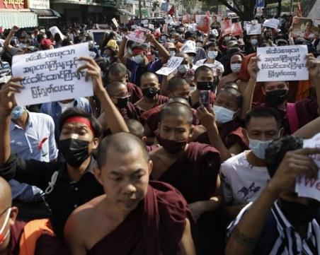 Кървав ден в Мианмар! Поне 17 души загинаха