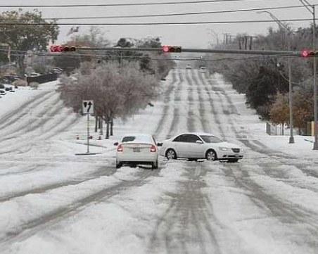 Половин метър сняг и вятър със 100 км./ч. в САЩ