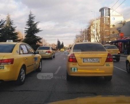 Пловдивски таксиджии: Фирма готви дъмпинг, иска да обере пътниците от автобусите
