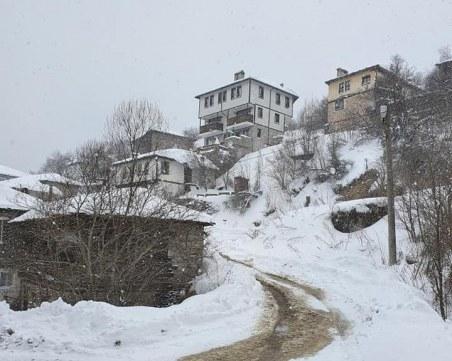 Зимата напомни за себе си! Метър сняг натрупа в Родопите