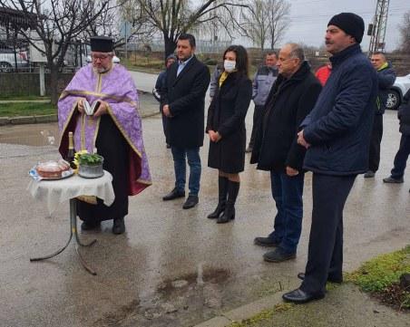 """Улица """"Римски мост"""" в Крумово вече ще има асфалт, кметът Павел Михайлов постави началото на ремонта"""