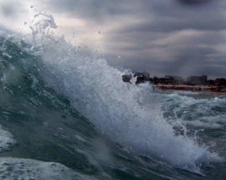 Извадиха труп на жена от морето в Поморие