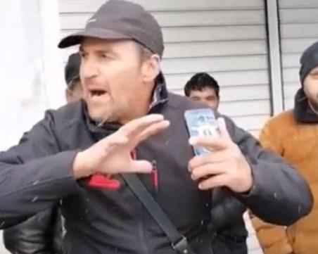 Предизборни страсти в Пловдив! Мъже с кирки плашат опоненти със сеч на глави