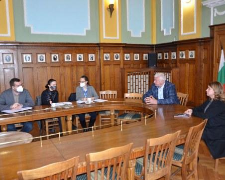Кметът на Пловдив се срещна с наблюдатели от Европа заради изборите