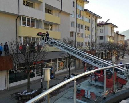 Мъж скочи от третия етаж в Смолян, след като починала съпругата му