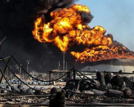 Пожар в петролна рафинерия! Петима души са пострадали
