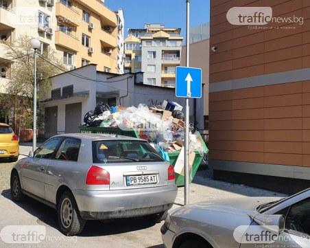 Боклуци преливат от контейнер в центъра на Пловдив, вината този път не е в Общината