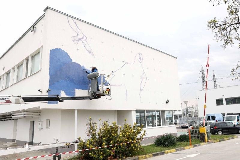 Графит с образа на брадат лешояд рисуват на сграда в Пловдив