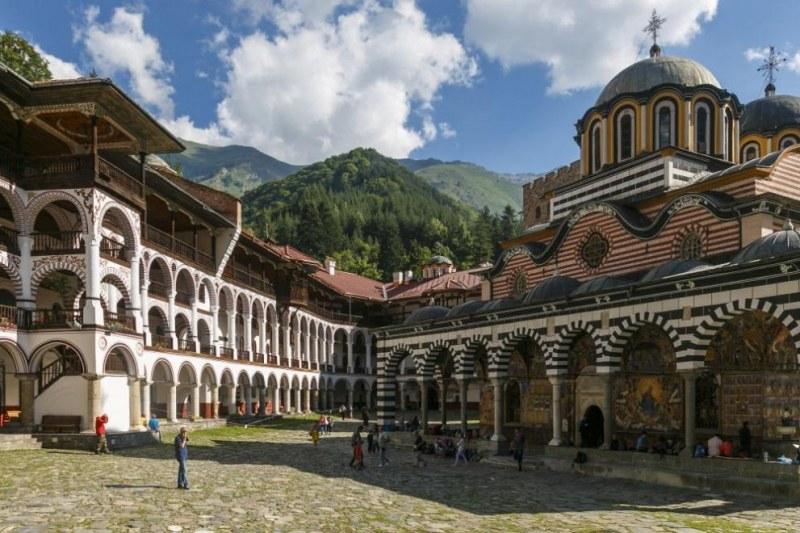 Отпускат 240 000 лв. за Рилския манастир