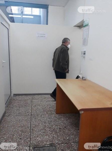 """Ваксинацията в Пловдив: """"АстраЗенека"""" в имунизационните центрове, РНК – при джипитата"""
