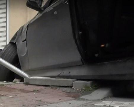 24-годишна жена се вряза с колата си в сграда във Варна