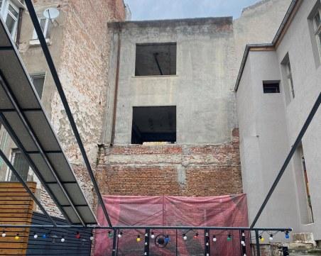 Параграф 22! Няма кой да спре бизнесмена, който копае и налива бетон в чужд имот на Главната