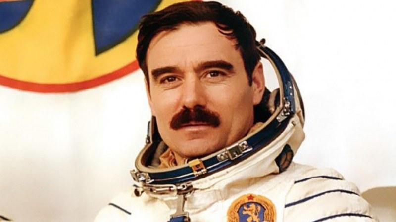 Показват снимки, направени от първия български космонавт, в пловдивски музей