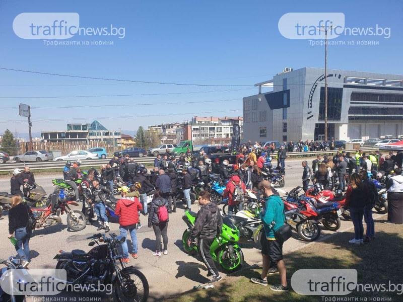 Стотици мотористи откриха мотосезона в София