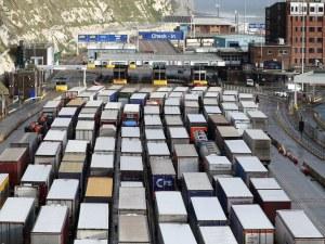 Износът на Великобритания за ЕС се възстановява частично след спада през януари