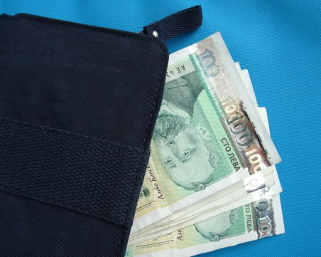 Жена намери забравено портмоне в Сопот, задигна парите от него