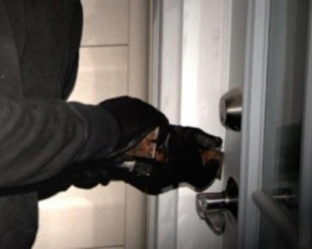 Пазарджиклии разбиха офис на куриерска фирма, аларма предотврати кражба