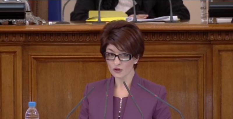 Десислава Атанасова: Време е шоуто да приключи, трябва да си подадем ръка и възстановим диалога