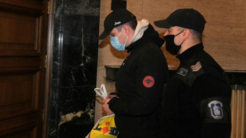 Майката на Кристиан Николов пред съда: Успокояваше се с чай, не е взимал дрога